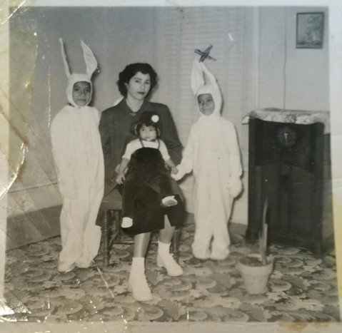 bunnies-for-easter-with-her-mother-and-sister